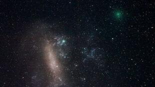 Kometa leci ku Ziemi. Za nią podąża następna