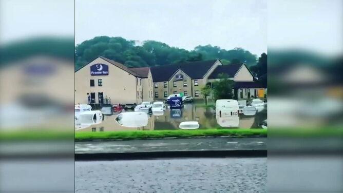 Płonący dom, brak prądu, zalania. Przez Szkocję przeszła potężna burza