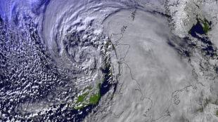 Pogodowa bomba cyklonowa nad Wielką Brytanią. Nie żyje mężczyzna