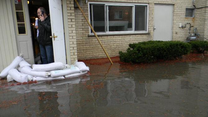 """""""Niektóre miejsca są już pod wodą"""". Chicago walczy z powodzią"""